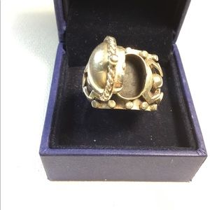 Jewelry - Ladies Silver Ring
